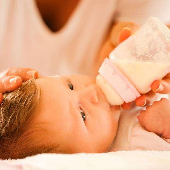 Bebeğim Biberonla Besleniyor