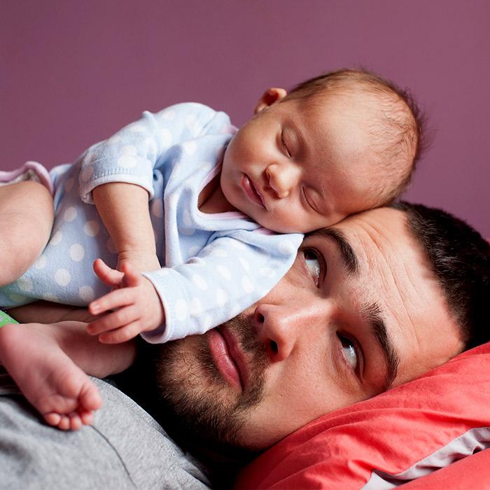 Bebeğe Bakarken Halden Hale Giren Babaların Komik Görüntleri