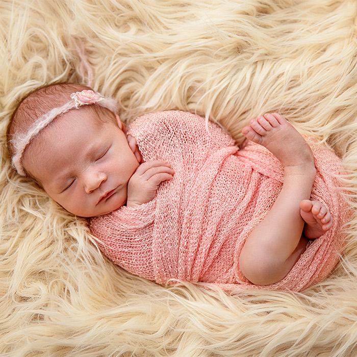 Bebek Nasıl Kundağa Sarılır
