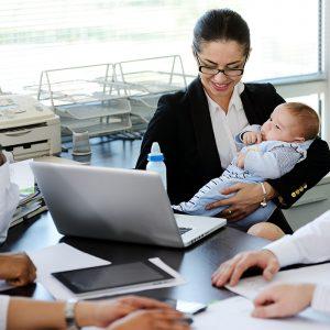 Çalışan anneler 6 yıl daha erken emekli olacak
