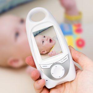 Çalışan Anneler İçin Yeni Teknoloji: Akıllı Bebek Takip Kamerası