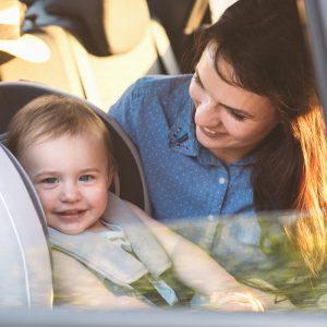 Bebeğinizle çıkacağınız Araba Yolculuğunun Sorunsuz Geçmesini Sağlayacak 10 Öneri