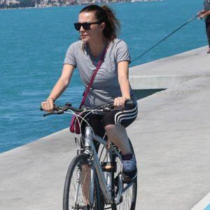 Burcu Kara Hamileliğinde Formunu Bisiklet Sürerek Koruyor