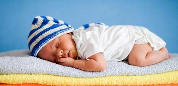 yazın doğan bebekler için yenidoğan bebek bakımı