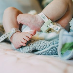 Hindistan'da Doğan Bebeğin Karnından İkizi Çıktı!