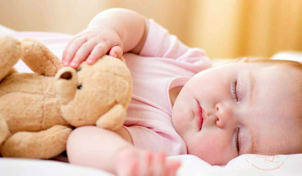 yazın bebekler uyurken ne giyer